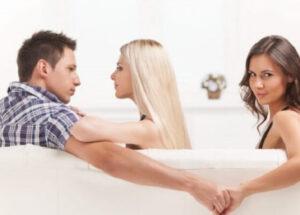 Nằm mơ thấy chồng có bồ, ngoại tình, phản bội bạn